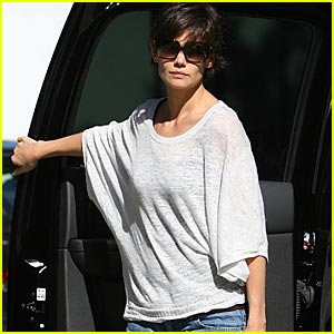 Katie Holmes To Face Anti-Scientology Crusaders?
