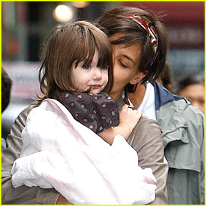 Katie Kisses Suri!