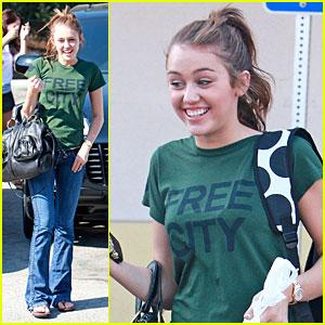 Miley Cyrus is a School Supply Shopper