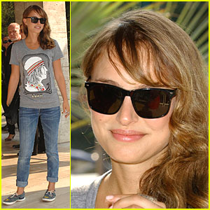Natalie Portman Spends Day and Eve-ning in Venice