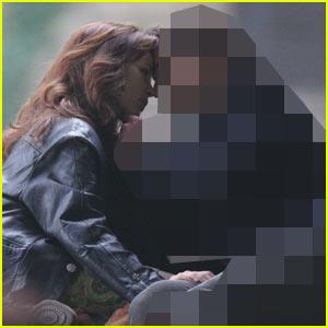 Rachel McAdams Kissing Who???