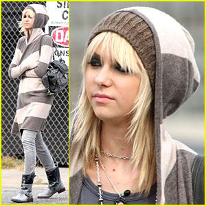 Taylor Momsen Gets Hoodified