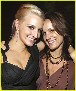 Ashlee Simpson's Mom is Moving In
