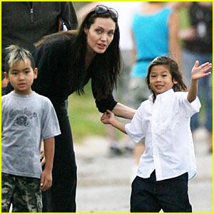 Brad & Angelina Visit Lower Ninth Ward