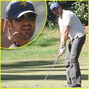 Gerard Butler Goes Golfing