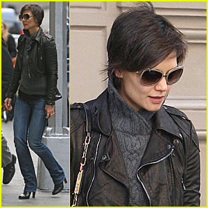 Katie Holmes Makes It To The Matinee