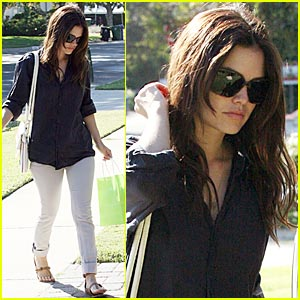 Rachel Bilson is Waiting For Forever