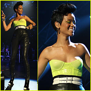 Rihanna Rocks Justin Timberlake Concert