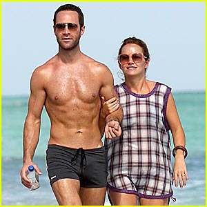 Chris Diamantopoulos is Shirtless Sexy