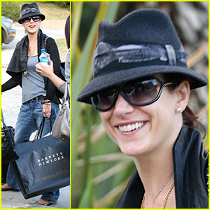 Kate Walsh Gets Baggy Bliss