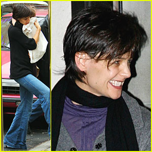 Katie Holmes Smiles for Candid Cameras!