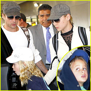 Ryan Phillippe Spends Thanksgiving With The Kids