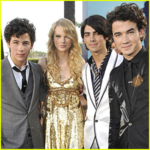 Taylor Swift Beats Jonas Brothers Record
