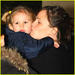Jennifer Garner Gets Kissy-Kissy