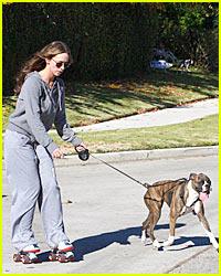 Jennifer Love Hewitt: Roller-Skating Dog Walking!