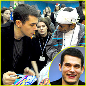 John Mayer Brings Children's Hospital Cheer