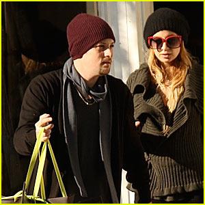 Nicole Richie Picks Up Christys' Hats