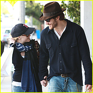 Reese Witherspoon & Jake Gyllenhaal: Christmas Cute