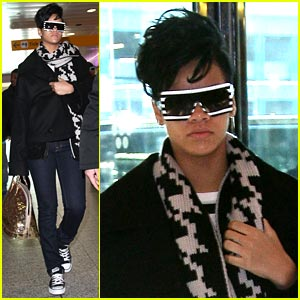 Rihanna is Leavin' La Guardia