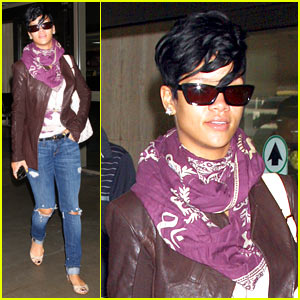 Rihanna: Ripped Jeans Are In!