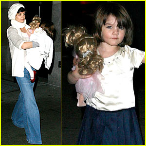Suri Cruise Bolts Into Action