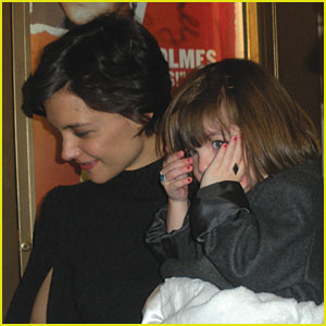 Suri Cruise: Peek-A-Boo Time!
