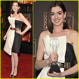Anne Hathaway Wins Best Actress At 2009 Critics Choice Awards