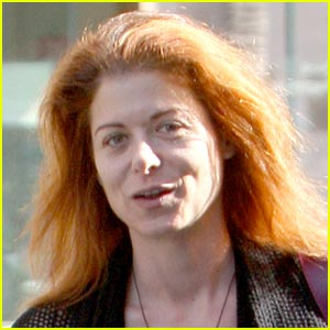 Debra Messing Goes Makeup Free