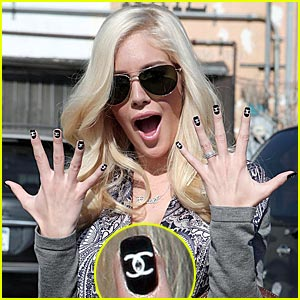 Heidi Montag: Chanel Fingernails!