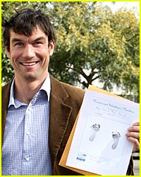 Jerry O'Connell Shows Off Twins' Footprints