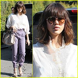 Jessica Alba: Pegged Pants Pretty