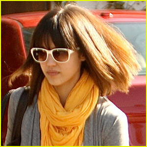 Jessica Alba Gets Short Hair!