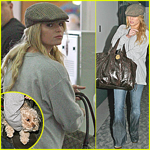Jessica Simpson is Comfy Casual
