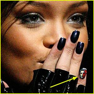 Rihanna Wears Obama On Her Fingernail