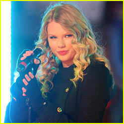 Taylor Swift Scores SNL Gig