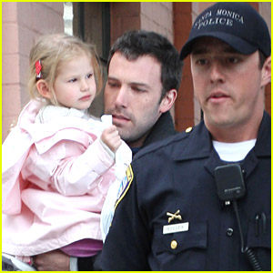 Violet Affleck: Police Escort Escape!