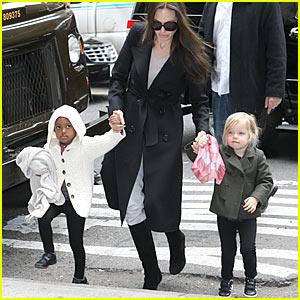 Angelina Jolie: Lee's Art Shop Shopping