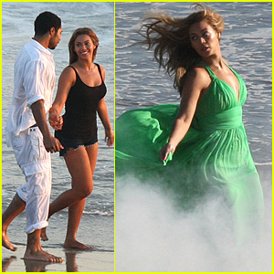 Beyonce is a Malibu Beach Babe