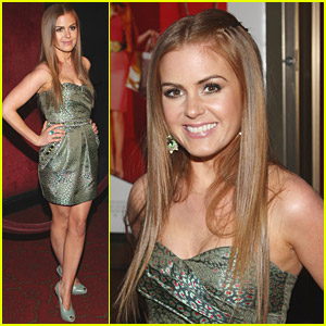 Isla Fisher is a Sassy Shopaholic