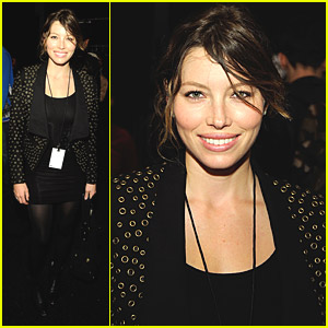 Jessica Biel Falls For Fall Fashion