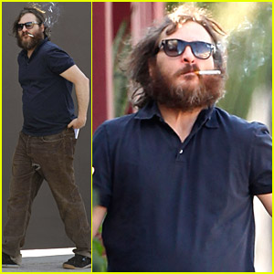 Joaquin Phoenix Smokes A Stack