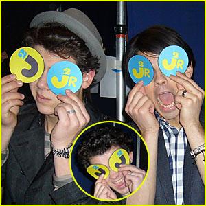 Jonas Brothers & Alec Baldwin's SNL Skit