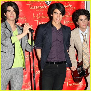 Jonas Brothers Wax Figures Revealed!