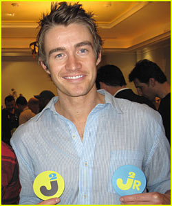 Robert Buckley is the Oscar Man