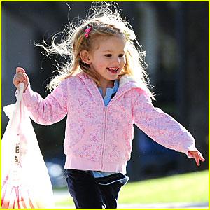 Violet Affleck: Skip To My Lou!