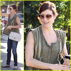 Kate Walsh Goes Grocery Shopping