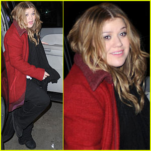 Kelly Clarkson Tapes 'Live With Regis & Kelly!'