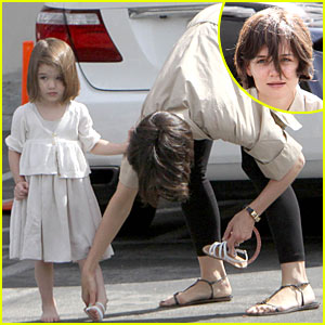 Suri Cruise is a Barefoot Baby