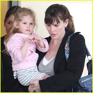 Violet Affleck: Dual Parent Pickup