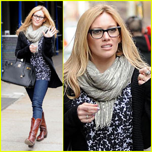 Hilary Duff is a Glasses Girl